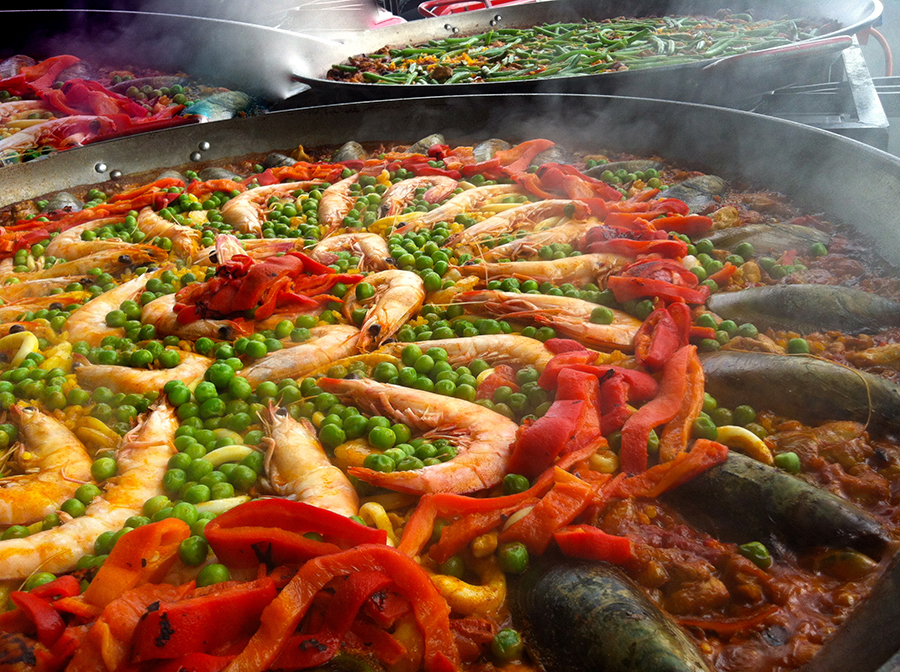 We have a paella recipe to suit every taste and occasion! Choose up to 3 different paellas for your guests.